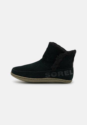 NAKISKA BOOTIE - Kotníkové boty - black/sage