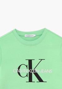 Calvin Klein Jeans - MONOGRAM LOGO UNISEX - Sweater - green - 3