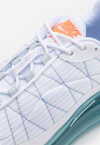Nike Sportswear - MX-720-818 FRSH  - Trainers - white/indigo fog/pure platinum - 5