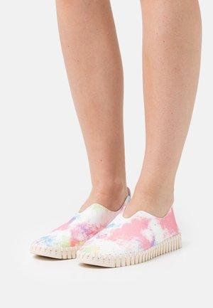 TULIP - Nazouvací boty - geranium