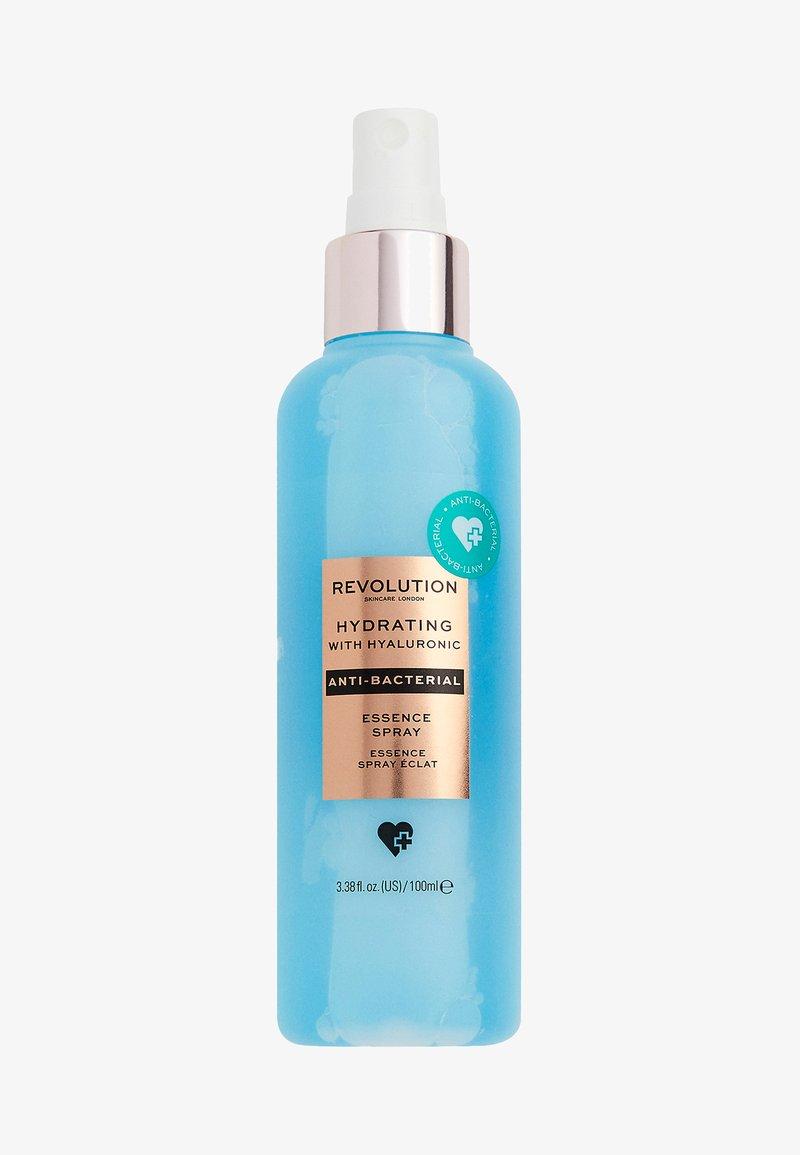 Revolution Skincare - ANTI-BACTERIAL HYDRATING ESSENCE SPRAY - Setting spray & powder - -