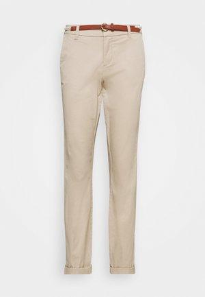 ONLBIANA LIFE BELT - Pantalones chinos - humus