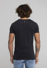 Liger - LIMITED TO 360 PIECES - ZENDER - PATCH - Print T-shirt - black - 2