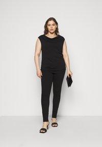 Anna Field Curvy - Print T-shirt - black - 1