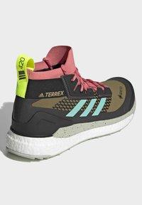 adidas Performance - TERREX FREE HIKER GORE-TEX WANDERSCHUH - Fjellsko - khaki - 2