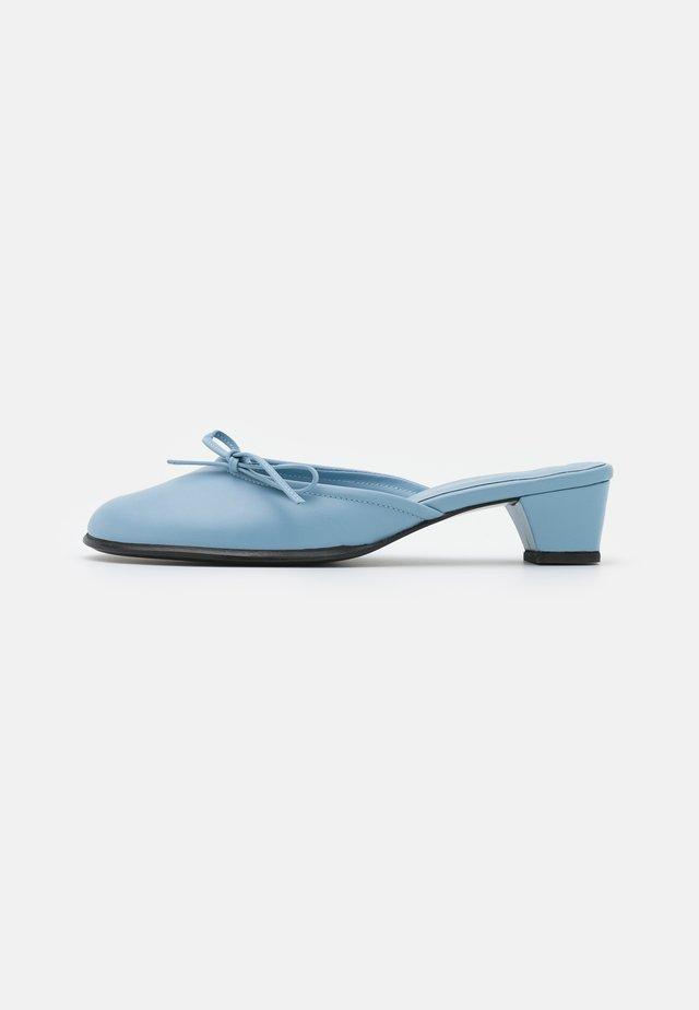 SEEDLESS RASPBERRY  - Klapki - blue