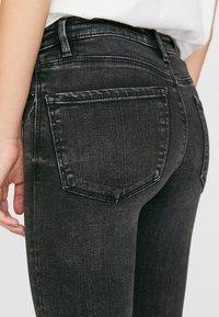 Stradivarius - MIT TIEFEM BUND  - Jeans Skinny Fit - dark grey - 3