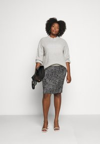 CAPSULE by Simply Be - MONO PRINT MIDI SKIRT - Pencil skirt - black/ivory