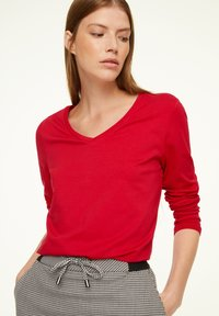 comma casual identity - MIT V-AUSSCHNITT - Long sleeved top - scarlet red - 0