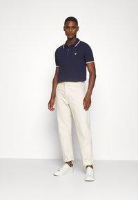 Lyle & Scott - TIPPED  - Polo shirt - navy/white - 1