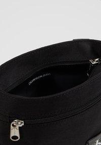 Calvin Klein Jeans - SPORT ESSENTIALS MICRO FLAT PACK - Skulderveske - black - 4