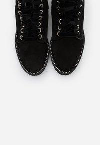 Oxitaly - RENEE - Kotníkové boty na platformě - nero - 5