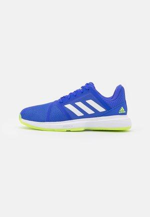 COURTJAM BOUNCE - Tenisové boty na všechny povrchy - sonic ink/footwear white/signal green