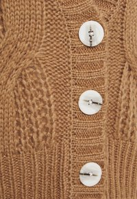 Dorothy Perkins - CABEL V NECK BUTTON FRONT CARDIGAN - Strickjacke - camel - 2