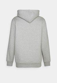 adidas Originals - 3-STRIPES HOODY ORIGINALS ADICOLOR SWEATSHIRT HOODIE - Felpa con cappuccio - medium grey heather - 6