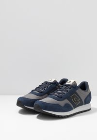 Lotto - RUNNER PLUS - Neutral running shoes - cool gray/all black/dark blue - 2