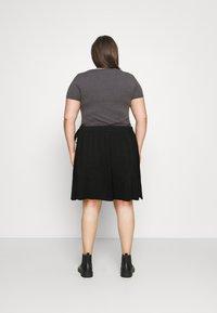Vero Moda Curve - VMCITA BOBBLE WRAP SKIRT CURVE - Mini skirt - black - 2