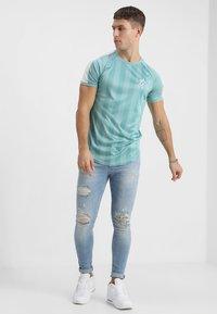 Gym King - DISTRESSED - Jeans Skinny Fit - light wash blue - 1
