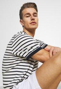 Hollister Co. - LOUNGE BOTTOM OTTOMAN SHORTS - Pyžamový spodní díl - white - 3