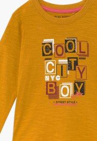 Blue Seven - KIDS COOL CITY BOY - Long sleeved top - honig - 3