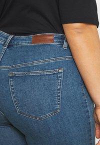 Vero Moda Curve - VMLORAMINA  - Jeans Skinny Fit - medium blue denim - 4