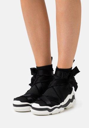 Baskets montantes - nero/bianco