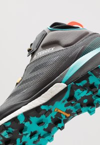 adidas Performance - TERREX SKYCHASER MID GTX - Walking boots - grey four/core black/hi-res aqua - 5