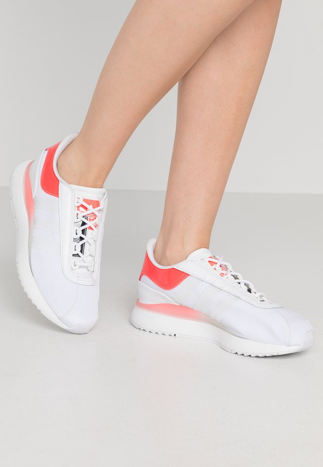 ANDRIDGE - Trainers - footwear white/signal pink