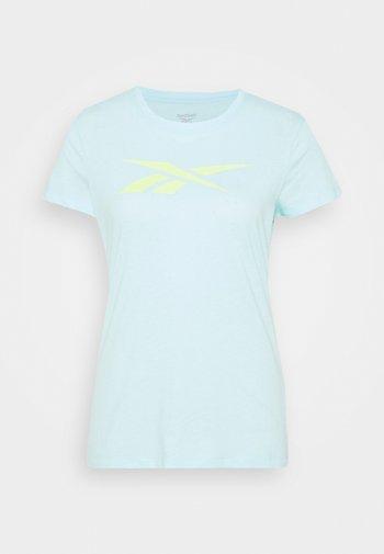 TRAINING ESSENTIALS VECTOR GRAPHIC - T-shirt z nadrukiem - light blue