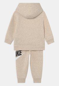 Nike Sportswear - HODIE SET UNISEX  - Tracksuit - cashmere heather - 1
