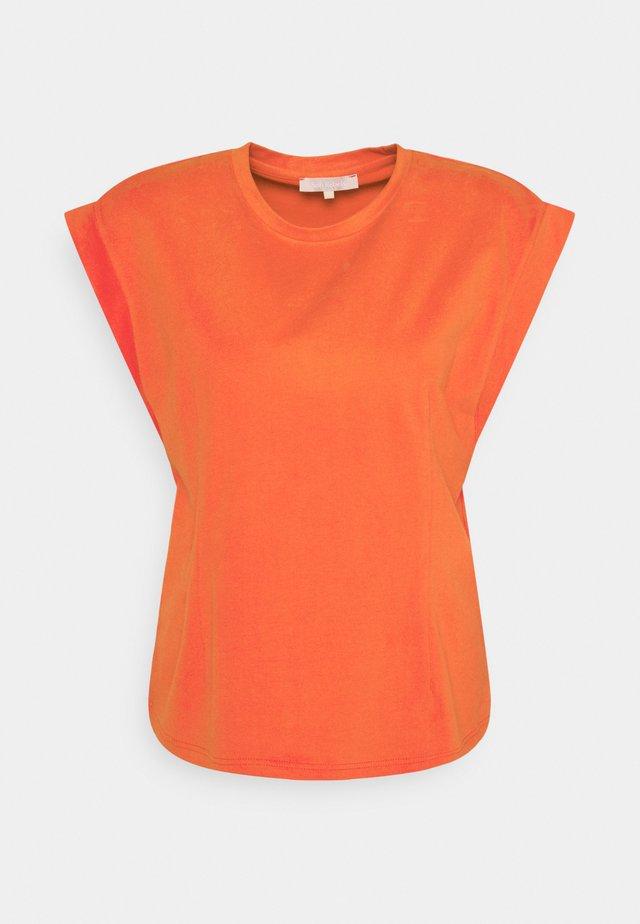 WINONA - T-shirts - fiesta