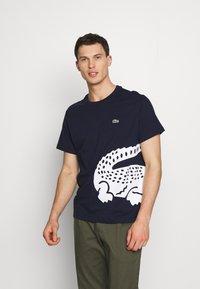 Lacoste - TH5139 - Print T-shirt - navy blue - 0