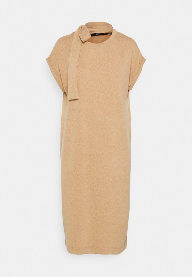 VMKIARA DRESS - Žerzejové šaty - tobacco brown