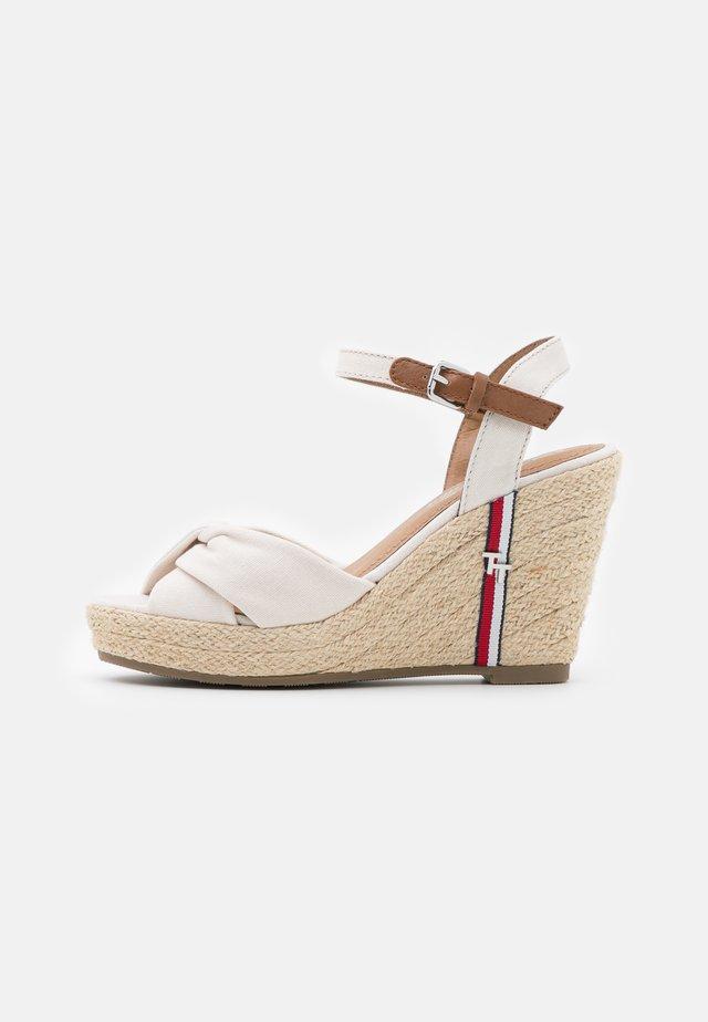 Sandalen met plateauzool - offwhite