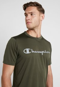 Champion - CREWNECK RUN - Print T-shirt - dark green - 3