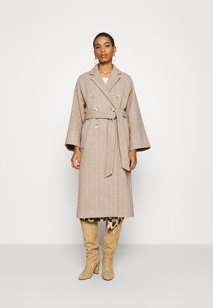 Zimní kabát - cedar wood