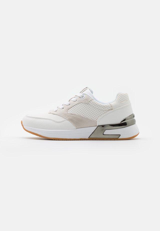 ALEXIA - Sneakers laag - grotto/blanco