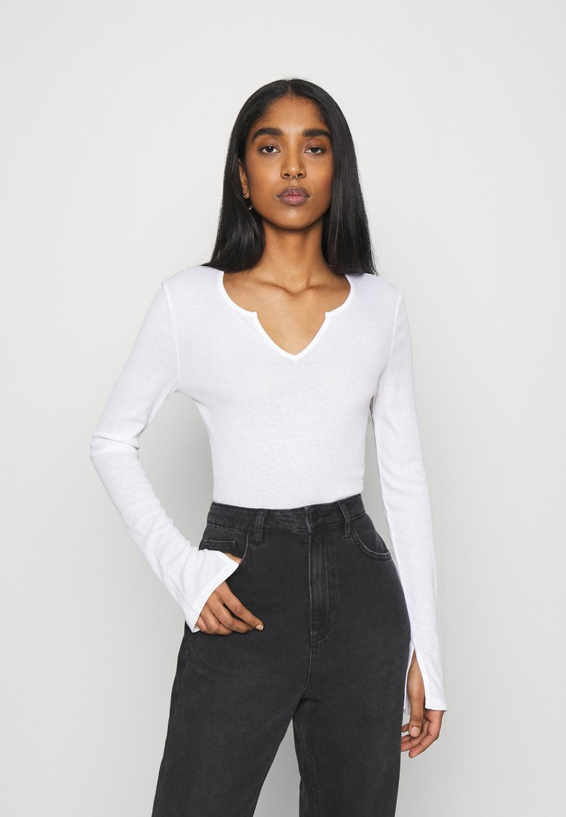 NU-IN - FRONT NOTCH LONG SLEEVE - Long sleeved top - white