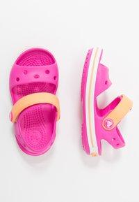 Crocs - CROCBANDKIDS - Sandały kąpielowe - electric pink/cantaloupe - 0