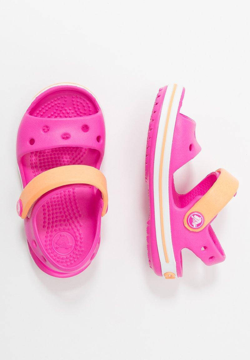 Crocs - CROCBANDKIDS - Sandały kąpielowe - electric pink/cantaloupe