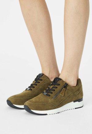 Sneakers laag - moss