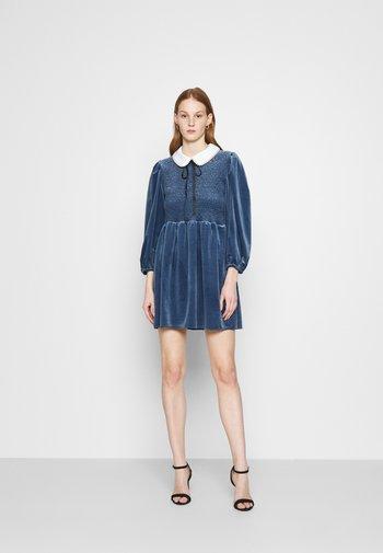 CHOUX MINI DRESS - Cocktailkjole - blue