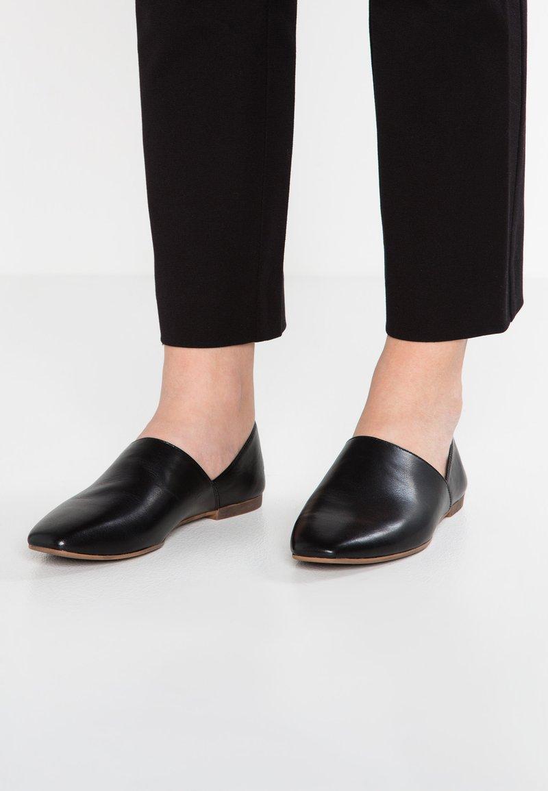 Vagabond - AYDEN - Slippers - black