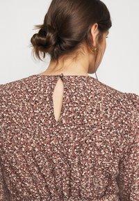 Pieces Curve - PCDORA MIDI BELT DRESS - Day dress - black - 3
