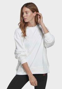 adidas Originals - ADICOLOR 3D TREFOIL OVERSIZE SWEATSHIRT - Sweatshirt - white - 0