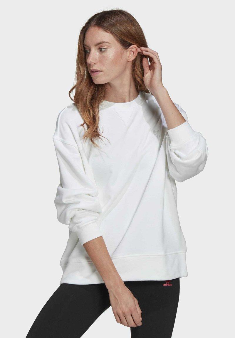 adidas Originals - ADICOLOR 3D TREFOIL OVERSIZE SWEATSHIRT - Sweatshirt - white