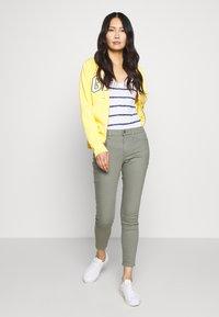 GAP - FAVORITE RINSE - Jeans Skinny Fit - vintage palm - 1