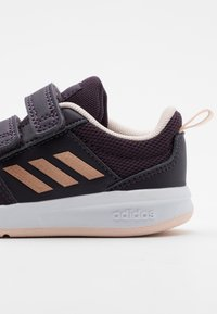 adidas Performance - TENSAUR UNISEX - Obuwie treningowe - noble purple/copper metallic/pink tint - 4