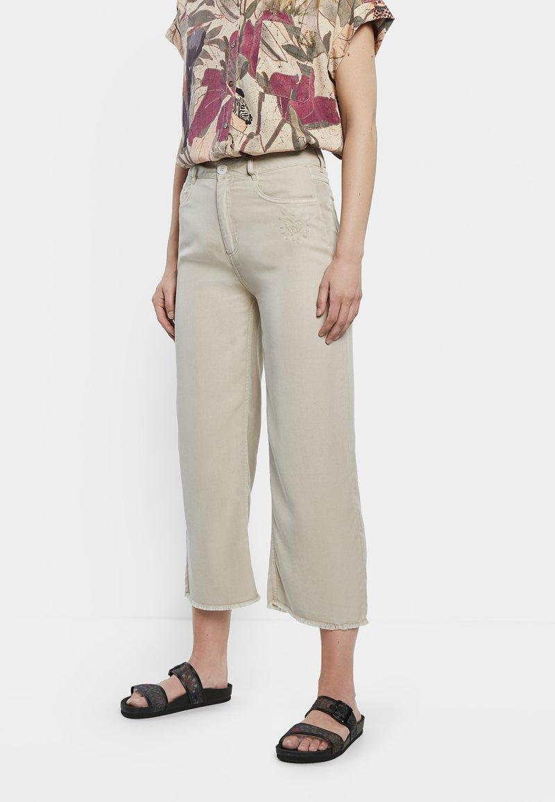 Desigual - RITA - Straight leg jeans - white