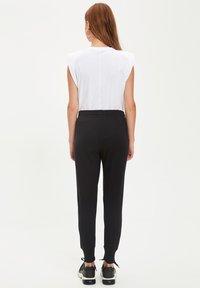 DeFacto - Pantaloni sportivi - black - 2